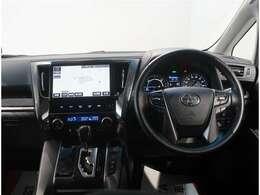 運転席周辺の画像です。内装色はブラック調です!