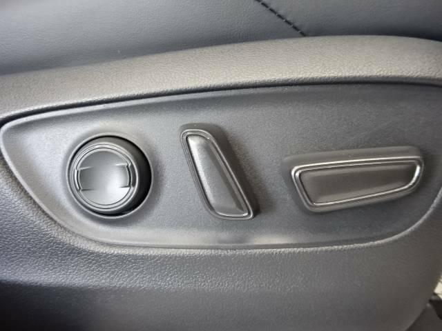 【パワーシート】電動スイッチで操作をし、高さや角度シート位置など最適なシートポジションに細かく設定出来ます☆