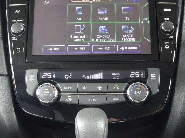 デュアルオートエアコン 運転席・助手席でそれぞれ温度調整が出来ます~ 二人とも快適気分~♪