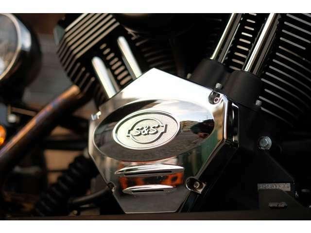 長年ハーレーダビッドソン用のリプレイスをやってきたS&S製エンジンは、迫力のサウンドを轟かせてくれます。