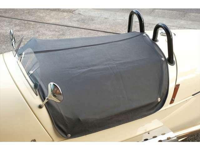 トノカバーが付属するため、保管時や雨天での駐車時にもシートを汚さずに済みます。