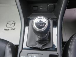 6速マニュアルトランスミッション★意のままに操れる爽快な操作フィーリングが、ドライブする歓びを広げます。