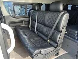 ☆セカンドシート(シート展開時)☆3人掛けの3点式シートベルト対応となっております♪
