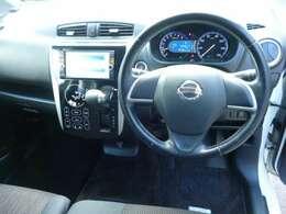 温度設定のみで自動的に車内空調を管理してくれるフルオートエアコン搭載