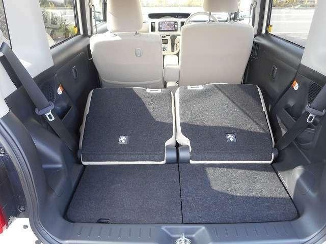 ☆後席の背もたれを倒すとここまで広い空間を確保できます♪ゴルフバックやスノーボードなども積込可能ですね♪☆