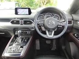 Gベクタリングコントロールシステムを装備。ドライバーのハンドル操作に応じてエンジンの駆動トルク変化させる事で横・前後方向の加速度をコントロールして効率的な車両挙動を実現しました。