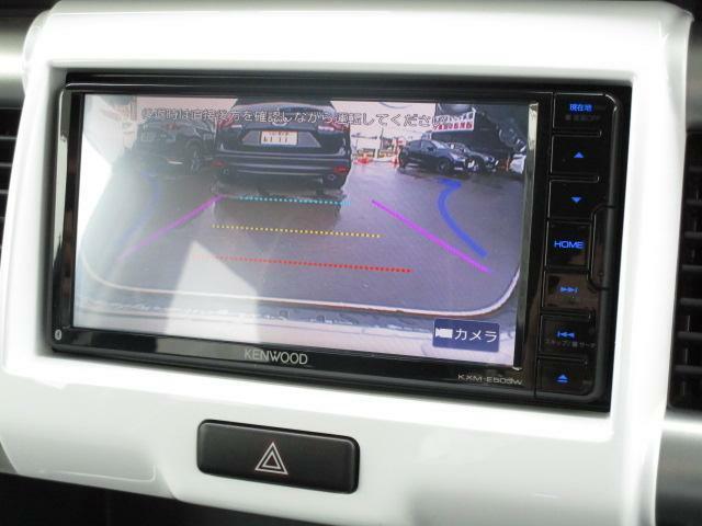 車両後方の視界を確認することが出来るバックカメラを装備しております。駐車が苦手な方でもこの装備があると安心できますよね♪