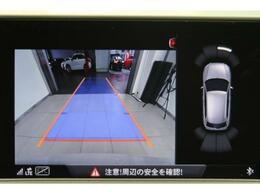 ●リアビューカメラ『入車経路を算出し、ガイドラインと補助線をディスプレイに表示します。同時にバンパーに内蔵のセンサーが障害物を感知し音で注意を促します。後方死角も安心していただけます。