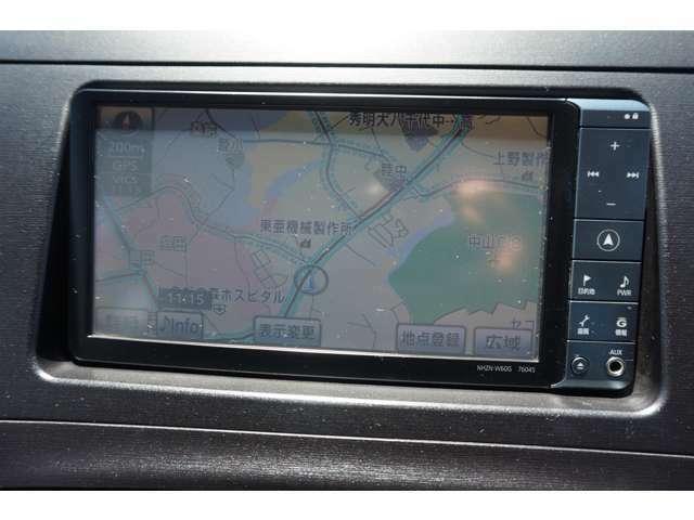HDDナビ装備!こちらのナビではCD・DVD再生・フルセグTV・Bluetooth接続・HDD録音・ラジオ視聴が可能な多機能ナビです!