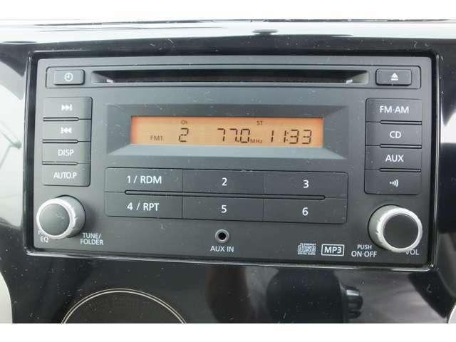 CD付きです。当たり前の装備ですが無くちゃ困りますよね!いい音かけて快適空間を演出して下さい♪