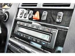 AM/FMラジオ付きCSプレイヤー、エアコン、パワーウィンドウ、集中ドアロック、ステアリングテレスコピック機構、ステアリングチルト機構