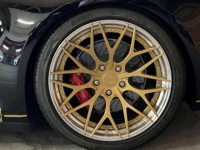 タイヤは新車装着のピレリP-ZEROです(純正アルミホイールは箱に保管済みです)