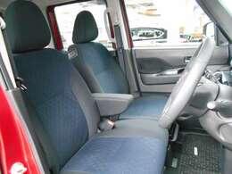 ベンチシートで運転席も広々♪実際お座りいただくのが、分かりやすいと思います。お気軽にご来店ください!