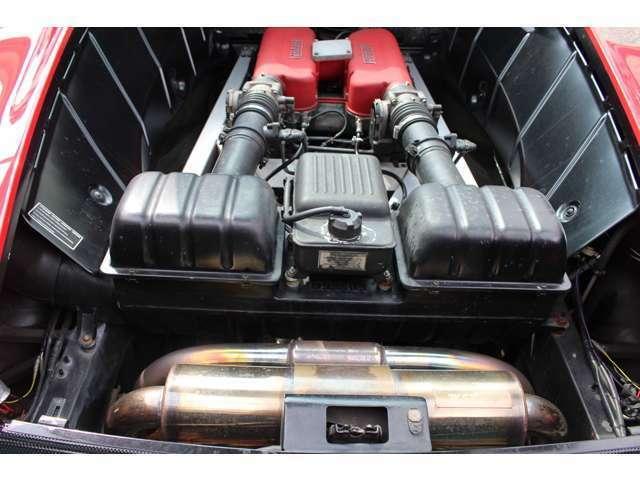 エンジンディメンションは90度のV8DOHC5バルブ。400馬力/38.0kgm(カタログ値)のパワー&スペックを発生!