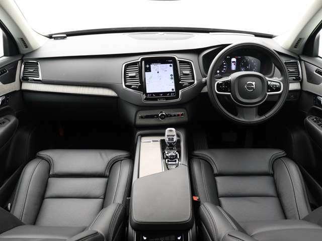 優雅さや洗練性を損なわないまま高い実用性を実現し美しいスカンジナビアンデザインで包み込んだXC90。B6 AWD では新開発の48Vハイブリッドシステムを追加、かつてない上質感と燃費性能を実現しました。