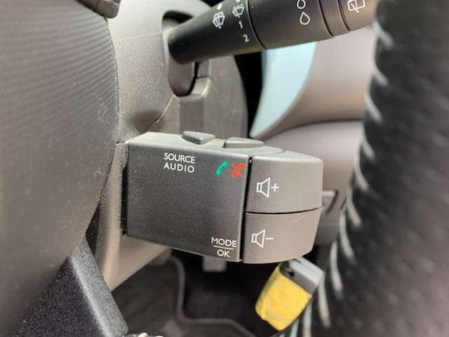 ステアリング右裏にはオーディオのリモコンを装備。