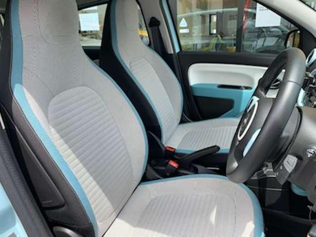白基調の内装は明るく、開放感も演出。シートの掛け心地も秀逸。