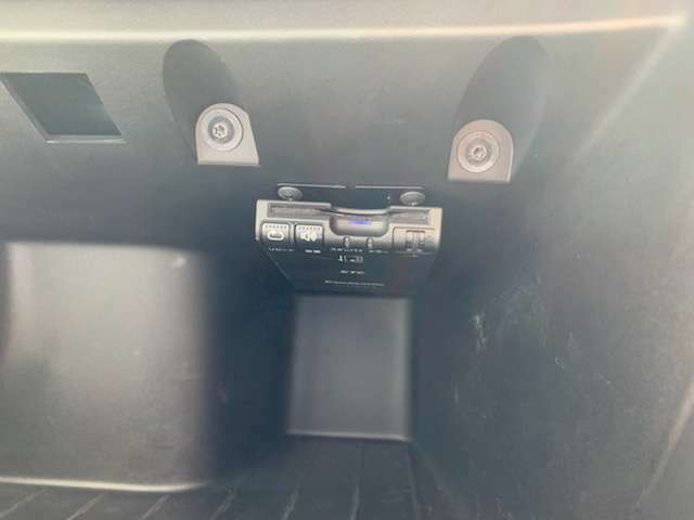 ETCはグローブボックス内にスマートに装備。