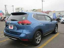 マイナーチェンジ後の車体とシャイニングブルーの鮮やかな一台です!お問い合わせはお早めに♪