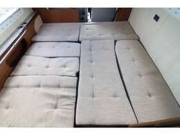 ダイネットベッドは183×179!