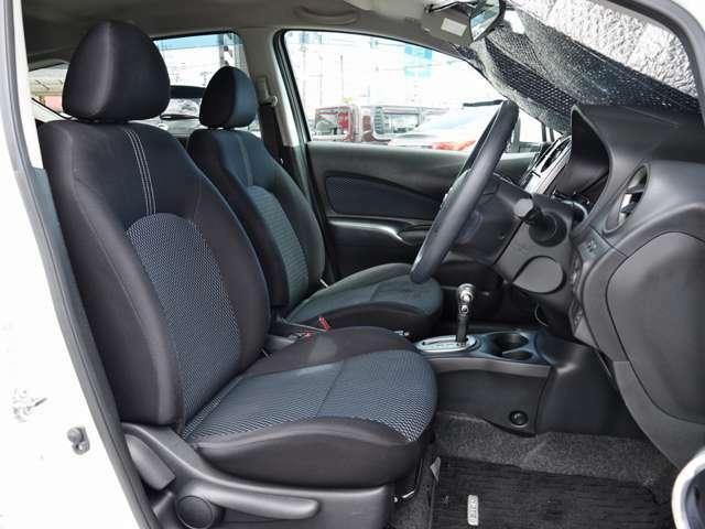 フロントシート  運転席はリフター機能で目線の高さ調整も出来ます~ 運転ポジションもバッチリ!