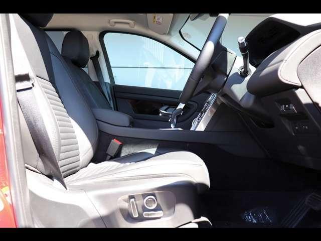 【12wayメモリー付電動調整シート・シートヒーター メーカーオプション参考価格¥57,000-.】上質なエボニーのグレインレザーシートを採用しております。