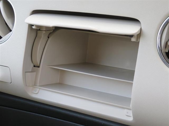 蓋付きの収納ボックスがあります!小物が散乱しがちな車内もスッキリさせる事ができますね♪
