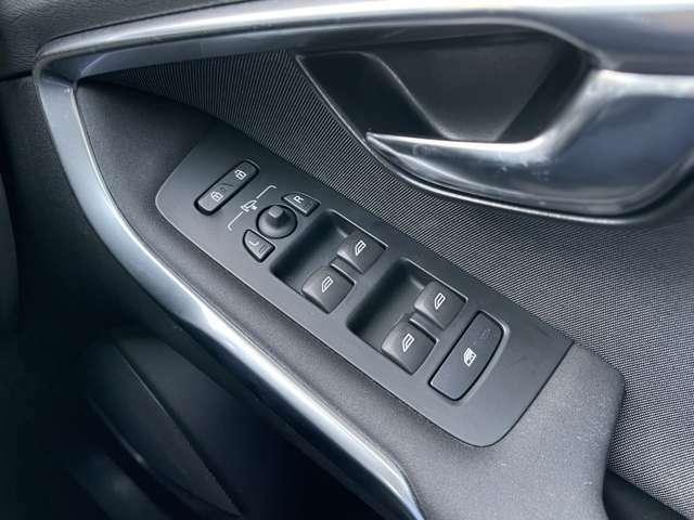 操作するボタンを限りなく少なくし、シンプルなデザインになっております。