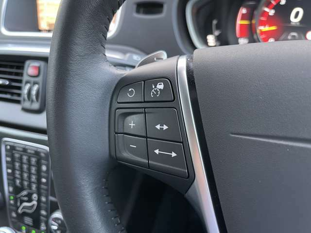 アダプティブクルーズコントロールが設定できるスイッチがハンドル内に配置されており、ハンドルから手を放さず設定することができます