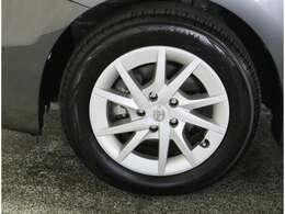 ホイールキャップとタイヤの組み合わせになります♪