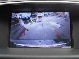 安全確認とスムーズな駐車をサポート。頼りになるバックモニターです