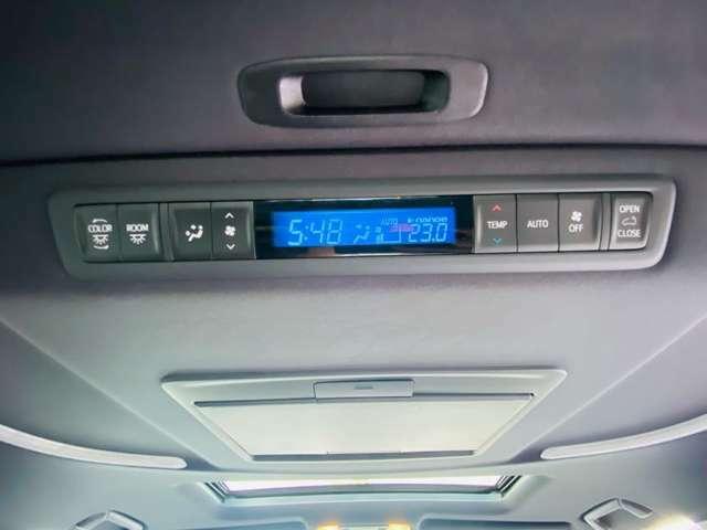 【 後席エアコン 】後席にもエアコンがついておりますので、車内全体を快適な温度に調節いただけます♪