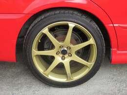 ☆社外の18インチアルミホイールが装備されています。タイヤの溝もたっぷり!
