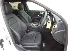 ローレウスエディション専用標準装備・レザーARITCOシート、前席スポーツシート、シートヒーター、キーレスゴー、パークトロニック