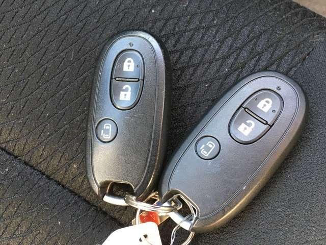 携帯リモコンを身につけていればキーを取り出さなくても、ドアの施錠・開錠はリクエストスイッチを押すだけ!さらにブレーキを踏んでエンジンスイッチを押すだけでエンジン始動が可能です!!