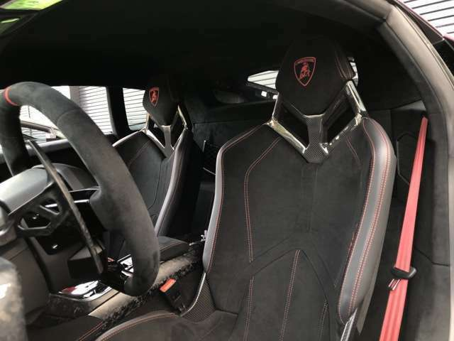 Seats: Nero Cosmus (Black)