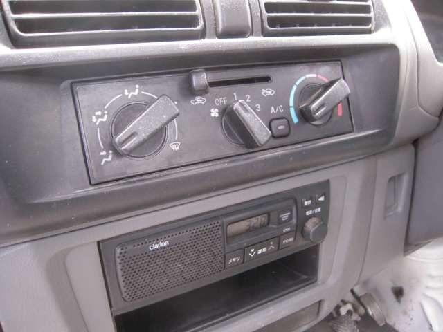 各種新車・中古車販売。車検・整備・鈑金塗装・修復車引き上げ作業・保険加入・事故修理。ご希望の、おくるま探します。お気軽に、声をかけてください。「0078-6002-520618」カーセンサーを見たとお伝えください。