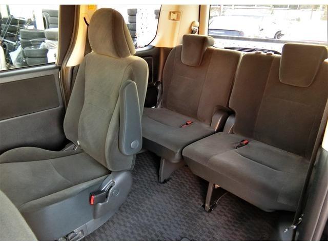 左側リモコンパワースライドドア&右側イージークローザードア☆綺麗な車内です♪