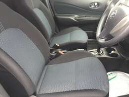 フロントシートは人間工学に基いた設計で長距離でも快適なドライブをお楽しみ頂けます!!快適性とサポート感を両立した優れものです!!調整機能も細かく設定され、どんな体格にもフィット!!