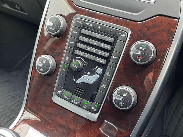 オーディオやエアコンをはじめ各種操作ボタンが集約されたセンターパネル