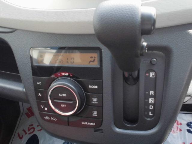 オートエアコン&インパネシフトCVTです。オートエアコンは簡単操作で快適な車内空間にしてくれます。