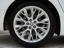 18インチホイール装備!力強さと重厚感を感じさせる立体感のあるスポーク、車体全体のバランスを考慮した洗練されたデザイン性でXFの魅力を際立たせます!