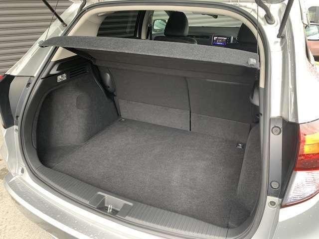 サードシートを収納すると・・・フラットなラゲッジスペースの完成です!!操作も分かりやすく、作業も簡単です!!