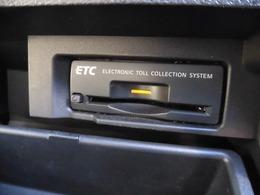 ETC装備になります。料金所で窓を開けなくてもOKなので、排気ガスも花粉も入ってきませんね。