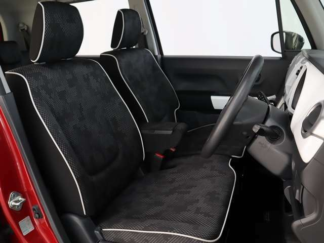 正しい姿勢で運転できるように体幹の腰部をしっかりささえるようデザインされているシートです!素材、シート形状を研究することでフィット感を高めつつ、優れた快適性を実現しています。