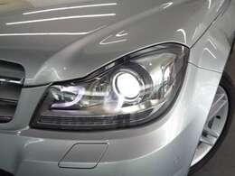 バイキセノンヘッドライト&ヘッドライトウォッシャー。走行状況に応じて照射角度や範囲を変更するインテリジェントライトシステム搭載!