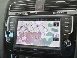 VW純正のナビゲーション付で音楽の視聴、知らないところへのドライブも安心です!!