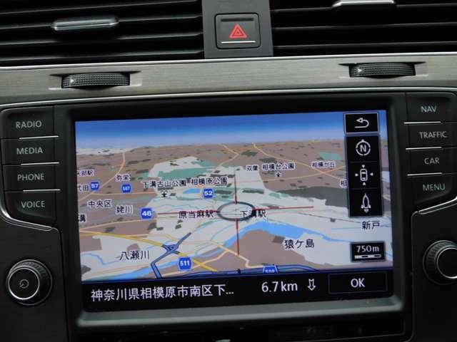 「ディスカバープロ」 搭載 画面操作時はセンサーにより、手を近づけただけでメニューが表示されます。ETC2.0対応車載器を採用していますので、より精度の高いルート案内を実現