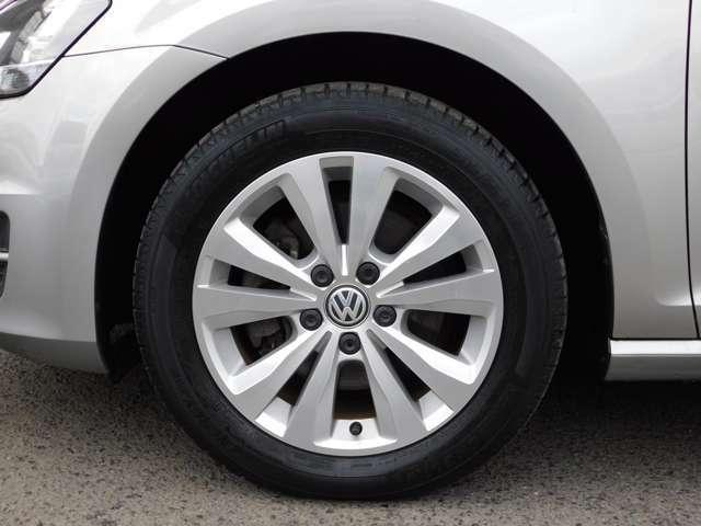 専用16インチAWです。タイヤは2018年製オールシーズンタイヤのグッドイヤーVector4Seasonsタイヤ溝も充分ございます。