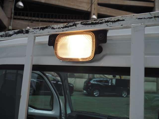 夜間作業に便利な作業灯付きです